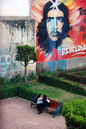 Under the Loving Gaze of Che Guevara