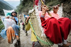 Porters carry elderly women in baskets. Those who cannot walk or do not wish to may pay to be carried in baskets or in rudimentary palanquins. Others pay to ride on a horse or a mule.